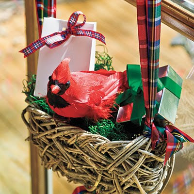 red robin christmas decor